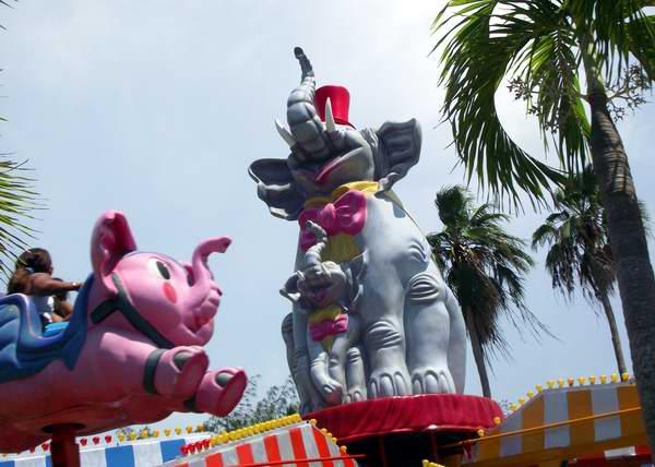 Los elefantes voladores siempre deleitan a los m�s peque�os.