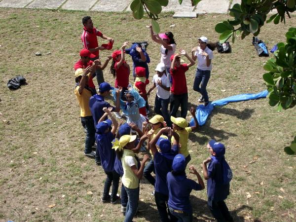 Compañía de teatro Los Juglaritos se presentó en el Pabellón infantil Tesoro de Papel en la Feria del Libro. Foto Abel Rojas