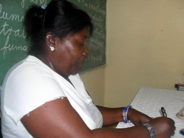 La maestra Raisa Paredes Pedro consagró su vida a la enseñanza. Foto: Teresa Valenzuela.