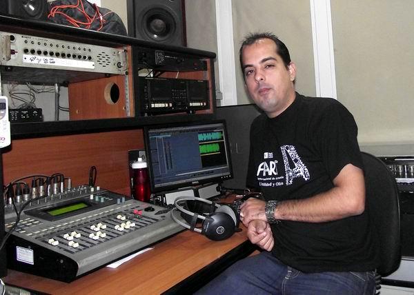 Manuel Ernesto Ramírez Cabrera, realizador de sonido de Radio Rebelde. Foto: Abel Rojas Barallobre.