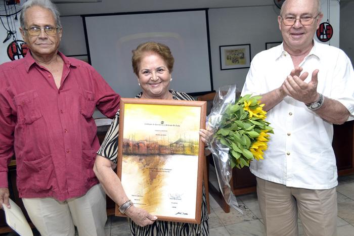 La destacada actriz Marta del Río mereció la condición de Miembro de Mérito de la UNEAC. Foto: Abel Rojas Barallobre