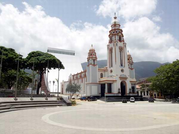 El Pante�n Nacional, ampliado ahora con el nuevo Mausoleo, se levanta en la parroquia Altagracia de Caracas, en la Iglesia de la Sant�sima Trinidad, construida en 1744