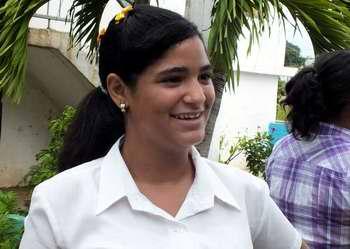 Melisa Aguilar de octavo grado de la Secundaria Básica Comandante Manuel Piñeiro del Municipio la Lisa de la Habana. Foto Abel Rojas