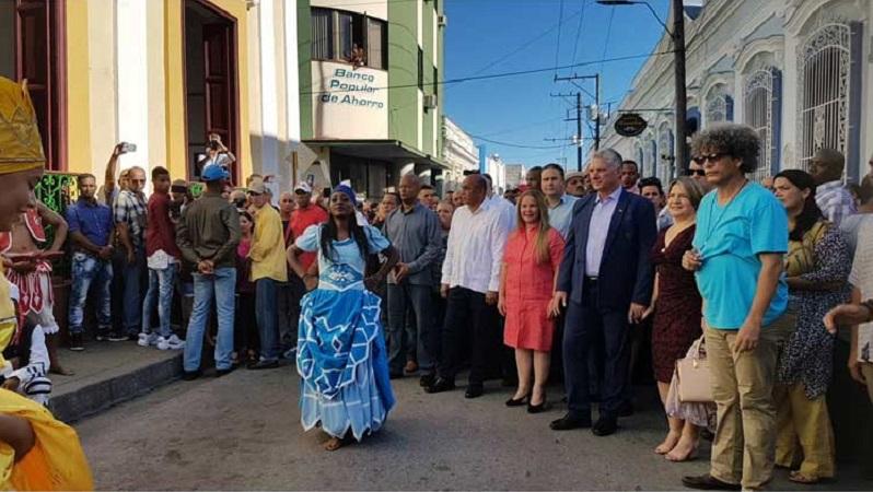 Diaz-Canel Walks Santa Clara Along with its People