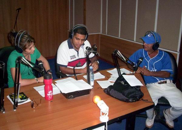 El destacado humorista cubano Nelson Gudín Benítez estuvo presente en el programa Visión de Radio Rebelde. Foto Abel Rojas.