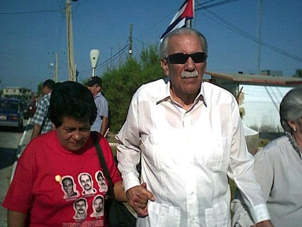 Nemesia Rodríguez junto al Indio Naborí en Playa Larga. Foto: Hugo García