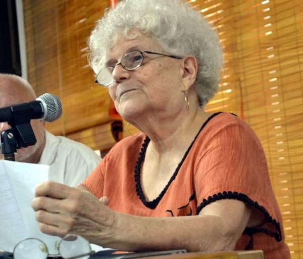 La multilaureada escritora para niños Nersys Felipe, participa en el encuentro. Foto Abel Rojas