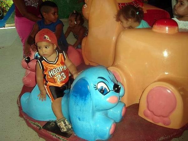 Otra de las atracciones del parque infantil. Foto: Aroldo García