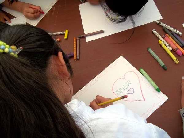 Premian a pioneros ganadores del concurso Los niños pintan a la paz