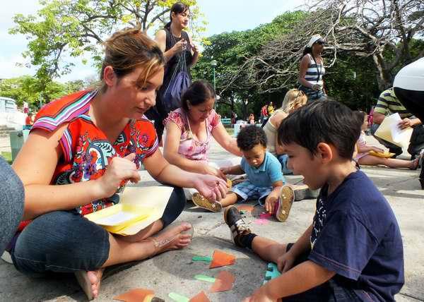 Niños y padres del Programa Educa a tu hijo, reconocidos por la UNICEF. Foto Abel Rojas