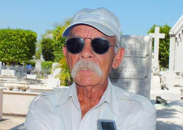 Norberto Cabrera, el cuidador de la bóveda de La Milagrosa. Foto Abel Rojas