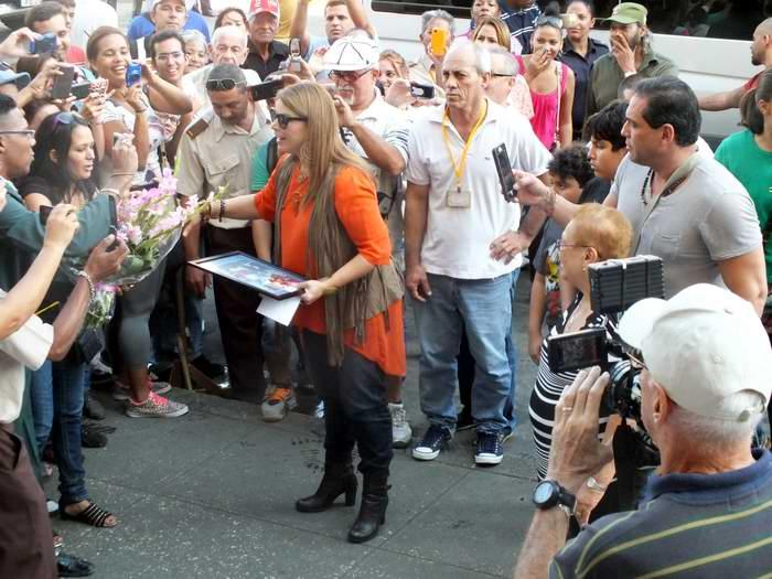 La cantante  puertorriqueña Olga Tañón arribó este lunes a los predios del Instituto Cubano de Radio y Televisión. Foto Radio Cubana