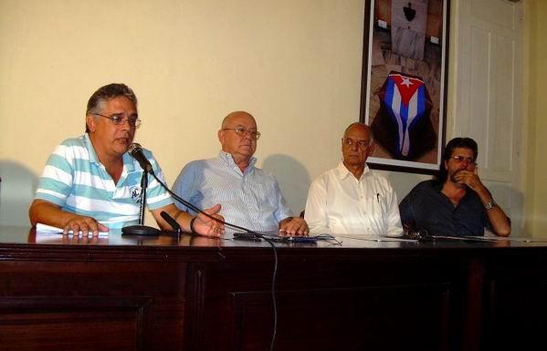Orlando Bergés, Director de la Casa del Caribe, Miguel  Barnet, Presidente de la UNEAC, Rafael Bernal, Ministro de Cultura y Abel Prieto, asesor del Presidente Raúl Castro Ruz. Foto: Sergio Martínez