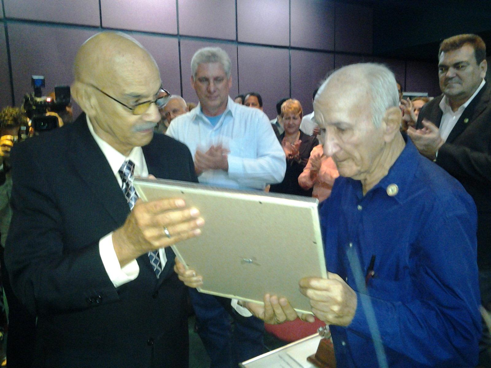 Reciben premios de Periodismo destacados profesionales de la prensa cubana. Foto: Isel Quintana Freyre