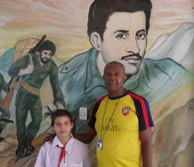Profesor Orlando Sariol Varona y su alumno Manuel Mario Núñez.