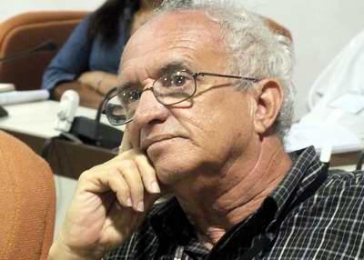 El editor ejecutivo de la revista Anales de la Academia de Ciencias, Dr. Oscar Álvarez Pomares. Foto Abel Rojas