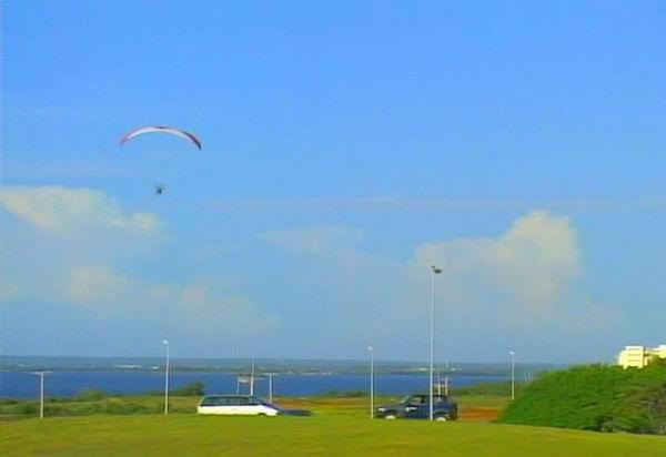 La experiencia de Varadero conllevó la exhibición de rigurosos conocimientos que van desde la meteorología, el paracaidismo y la mecánica