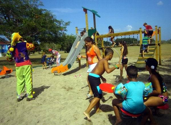 En Pasacaballo recuperaron medio centenar de habitaciones y varias áreas de servicios e inauguraron un parque infantil donado por una firma extranjera. Foto Mireya Ojeda
