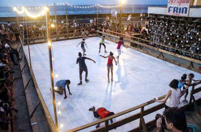 A deslizarse sobre hielo en la 12 Bienal de La Habana