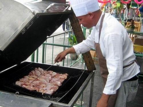 Pollo a la brasa debidamente condimentado ofertado por la unidad El Caporal. Foto: Carlos Sanabia