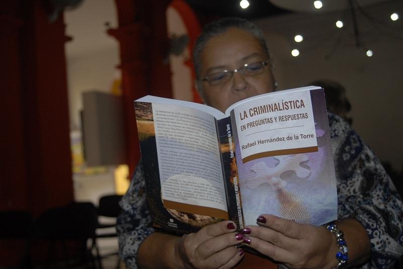 Presentan volumen sobre criminalística en Feria Internacional del Libro