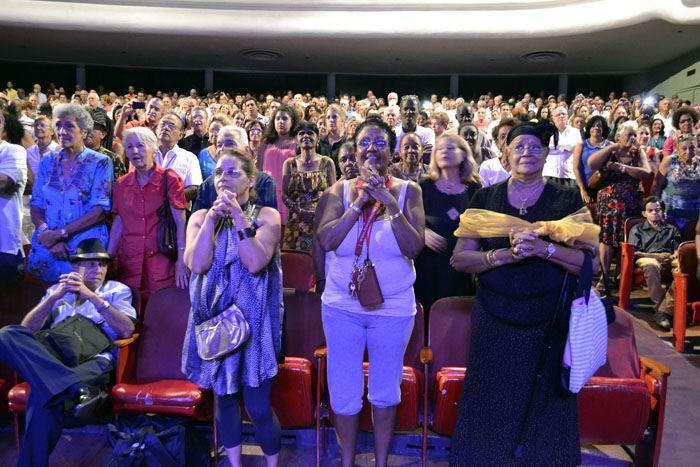 Colmado y emocionado estuvo el público que asistió en la noche de este sábado al capitalino Teatro Mella. Foto: Abel Rojas Barallobre