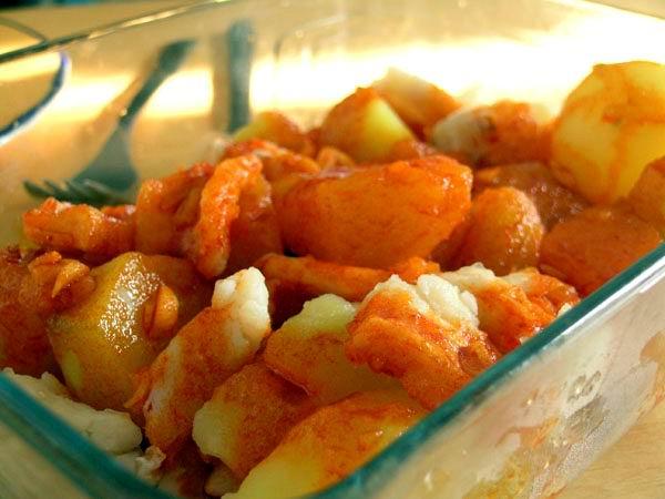 No solo sal se le puede adicionar a unas papas fritas, aunque es lo normal o más socorrido, decídase a darle un nuevo gusto y aroma