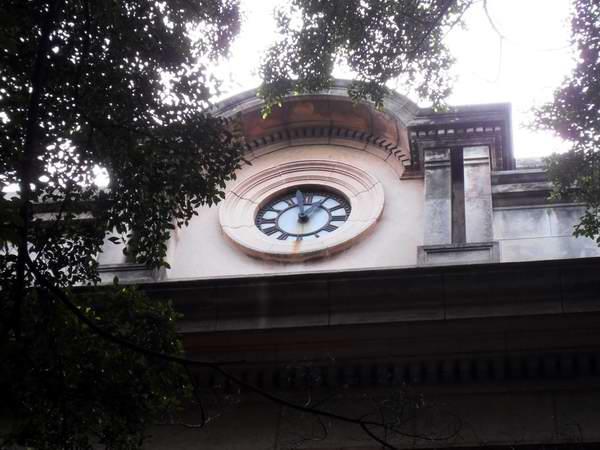 Vuelve a dar la hora reloj de la Universidad de La Habana