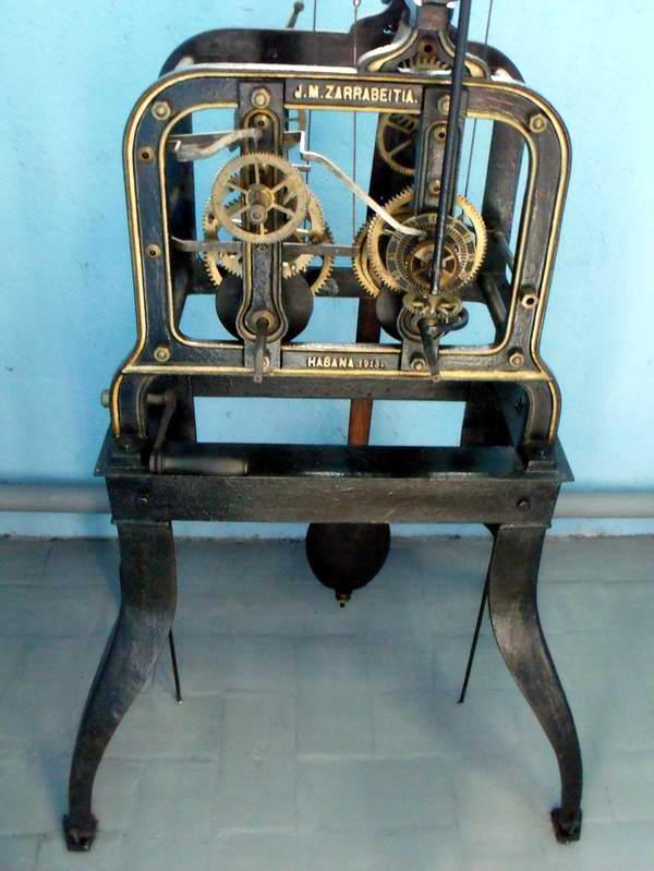 Mecanismo del reloj de la Facultad de Matemática de la Universidad de La Habana