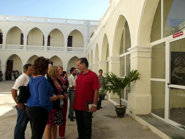 René González conoce sobre el Instituto Superior de Arte, donde se efectuó el balance de la SCJM. Foto: Miozotis Fabelo