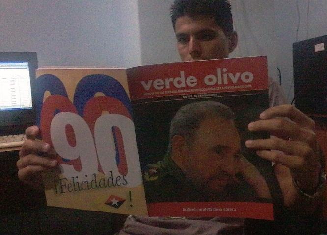 Dedican Edición Especial de la Revista Verde Olivo al 90 cumpleaños de Fidel (+ Audio)