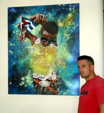 El novel artista de la plástica, Roimel Acuña Sierra, muestra al público 16 obras de mediano y gran formato hechas al óleo sobre tela