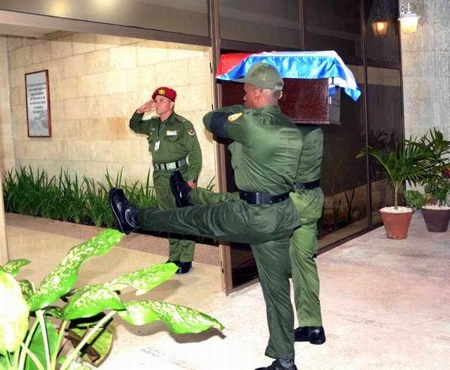 Entrada de las cenizas de Fidel al Salón Jimaguayú.