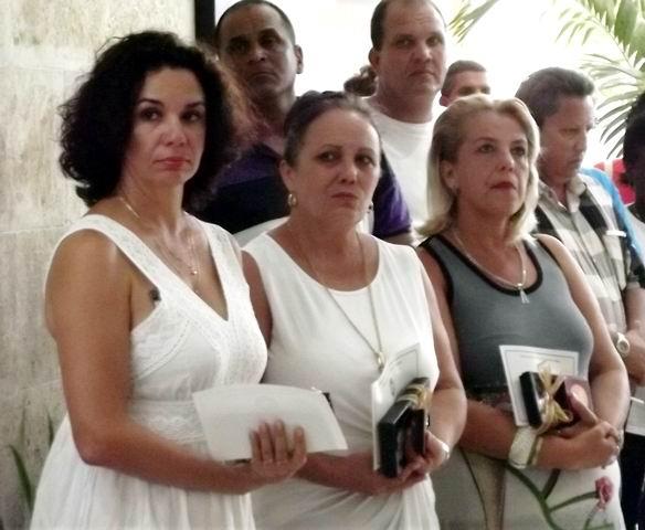 Ailén Marín, Anais Cebrián y Leticia Cruz, recibieron la Medalla Conmemorativa XX Aniversario de la OHCC.