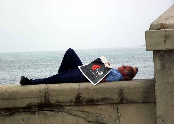 Siesta en el Malecón habanero