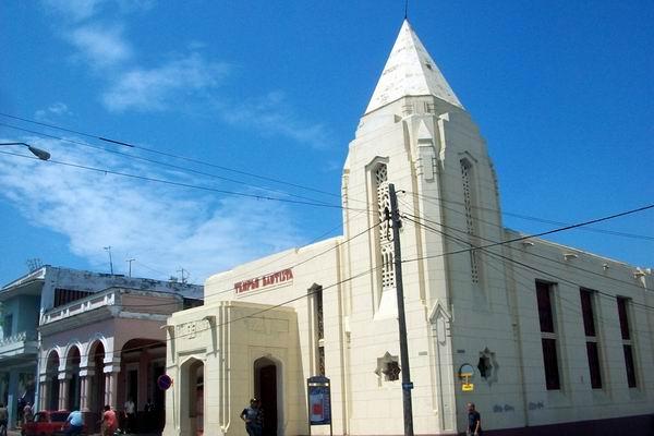 El Templo Bautista Nazaret  está ubicado en la Calle 37 esquina Avenida 62, como parte de las edificaciones aledañas al Paseo del Prado. Foto: Mireya Ojeda.