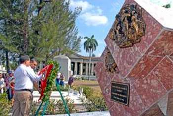 Túmulo a Don Luis Declout. Foto Mireya Ojeda