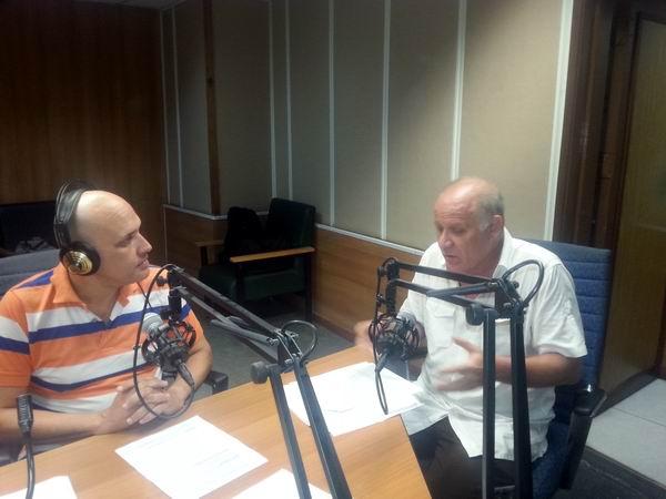 El viceministro de Cultura, Fernando Rojas, conversó con el colectivo de Haciendo Radio