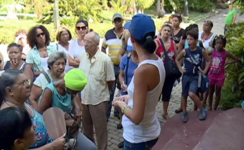 Bienvenida a los participantes del recorrido por la Arboleda de la Quinta de los Molinos