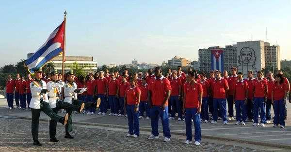Abanderamiento de la delegación cubana. Foto AIN