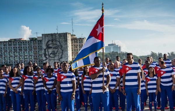 Abanderan delegación olímpica cubana. Foto: Marcelino Vázquez