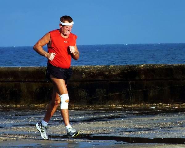 Ejercicio físico para adelgazar y mejorar la función cardiaca y respiratoria. Foto Abel Rojas