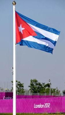 La delegación cubana que intervendrá en los XXX Juegos Olímpicos, izó su bandera en la Villa Olímpica de la ciudad londinense, en Inglaterra, el 26 de julio de 2012, Día de la Rebeldía Nacional. AIN FOTO/Marcelino Vázquez Hernández