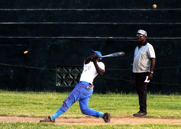 El béisbol es la verdadera pasión deportiva de los cubanos. Foto Abel Rojas
