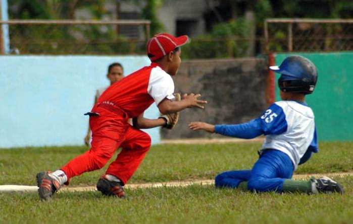 Béisbol infantil en Cuba