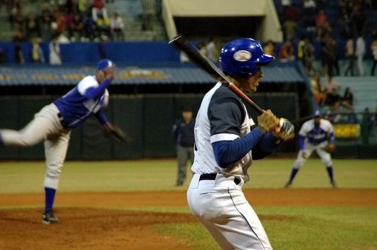 Yunior Paumier decidió con bambinazo en Holguín. Foto:Amauri Betancourt.
