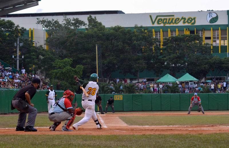El equipo de Pinar del Río, obtuvo su primera victoria en el play off final de la serie nacional de la pelota cubana en su edición 55, renueva la esperanza de la afición que sigue a los Vegueros, Pinar del Río, Cuba, el 11 de abril de 2016. ACN FOTO/Pedro PAREDES