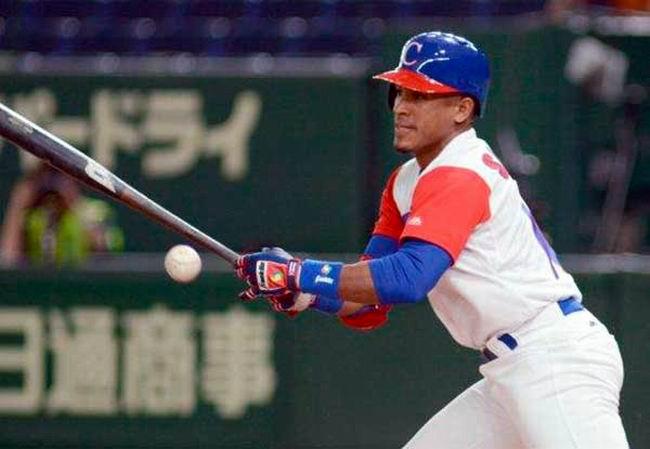 Cubano Roel Santos en el Todos Estrellas de Serie del Caribe