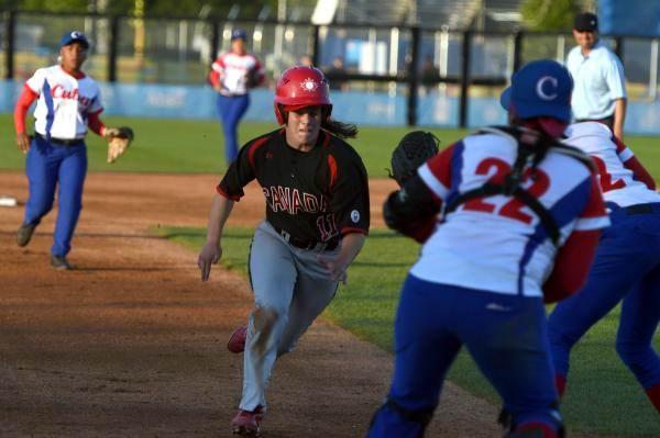 Cuba vs Canadá, en béisbol femenino por primera vez en la hisroria, durante los XVII Juegos Panamericanos, en Toronto, el 20 de julio de 2015. Foto: Ricardo López Hevia