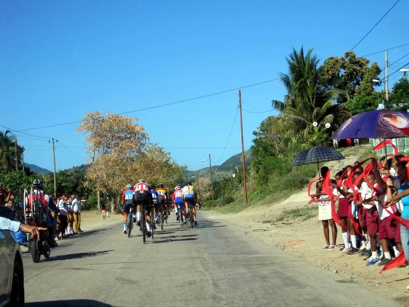 Baracoa-Habana: Los artemiseños siguen rodando bien. Foto: Guillermo Rodríguez Hidalgo-Gato